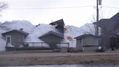Wall of ice destroys Manitoba homes, cottages